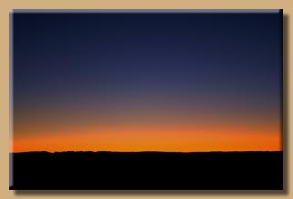 Ein Lichtstreifen am Horizont