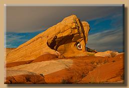 Blick durch den Fire Canyon Arch