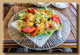 Mangosalat mit geräuchertem Fisch