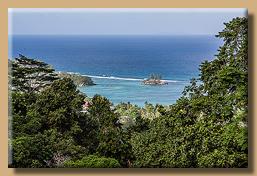 Blick vom Le Jardin du Roi auf die Küste
