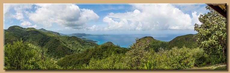 Blick von der Mission Ruins zur Westküste von Mahé