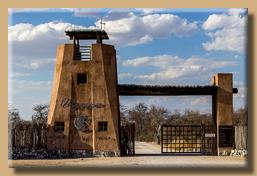 Einfahrtstor zum Onguma Game Reserve